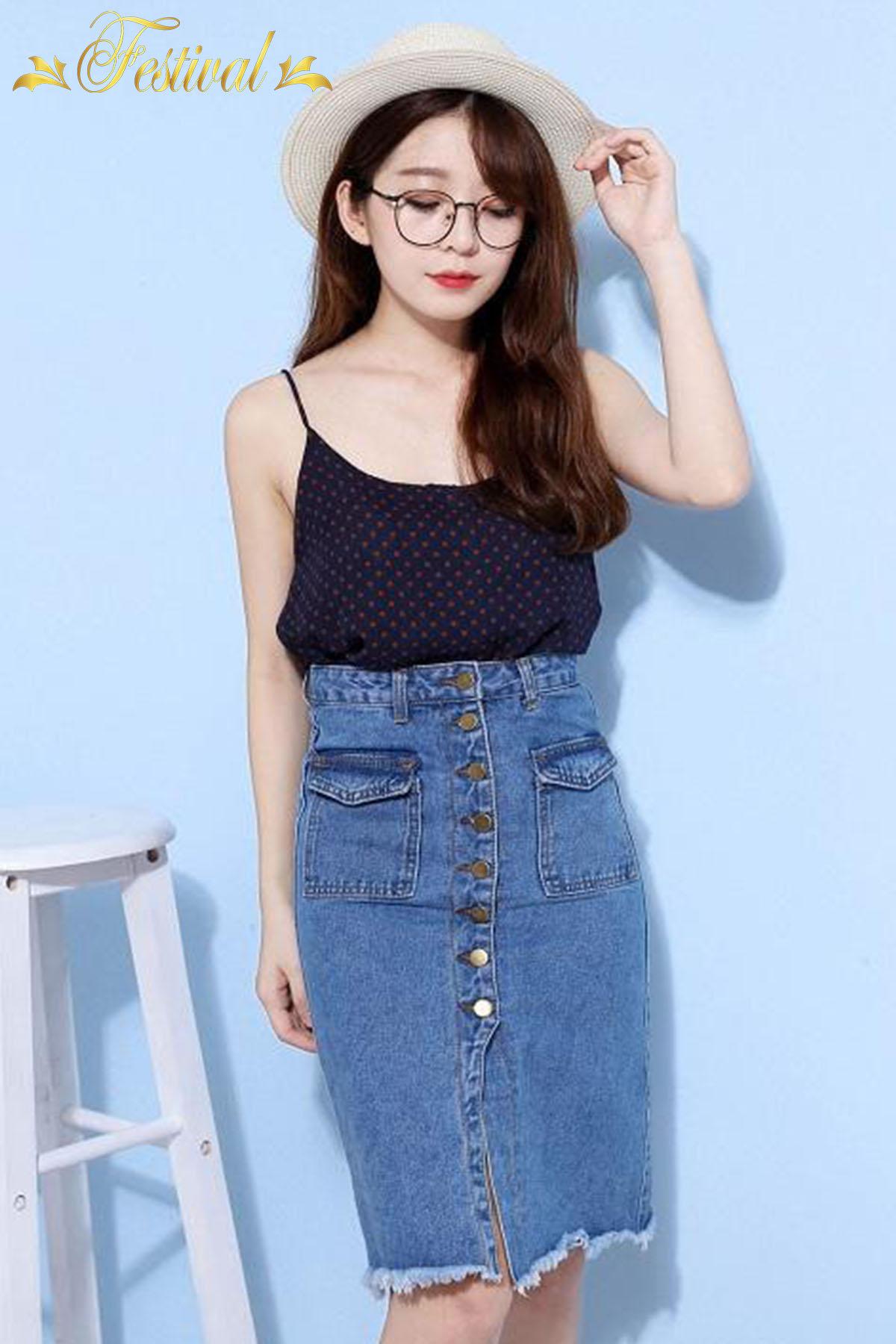 Mix áo hai dây với chân váy jeans - Ảnh 1