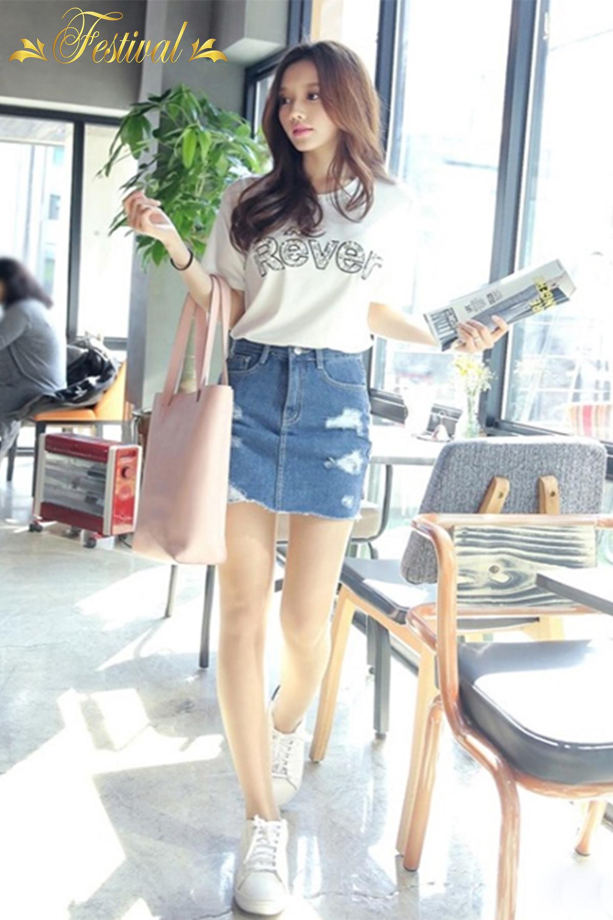 Mix áo thun với chân váy jeans - Ảnh 3