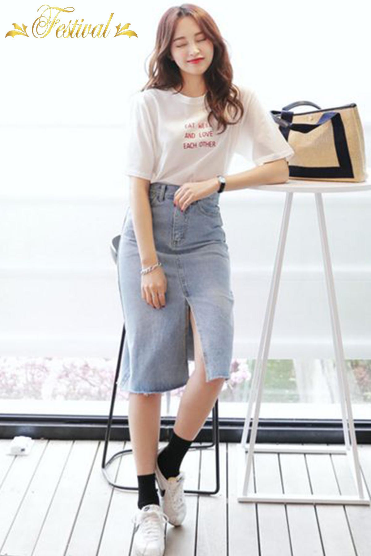Mix áo thun với chân váy jeans - Ảnh 1