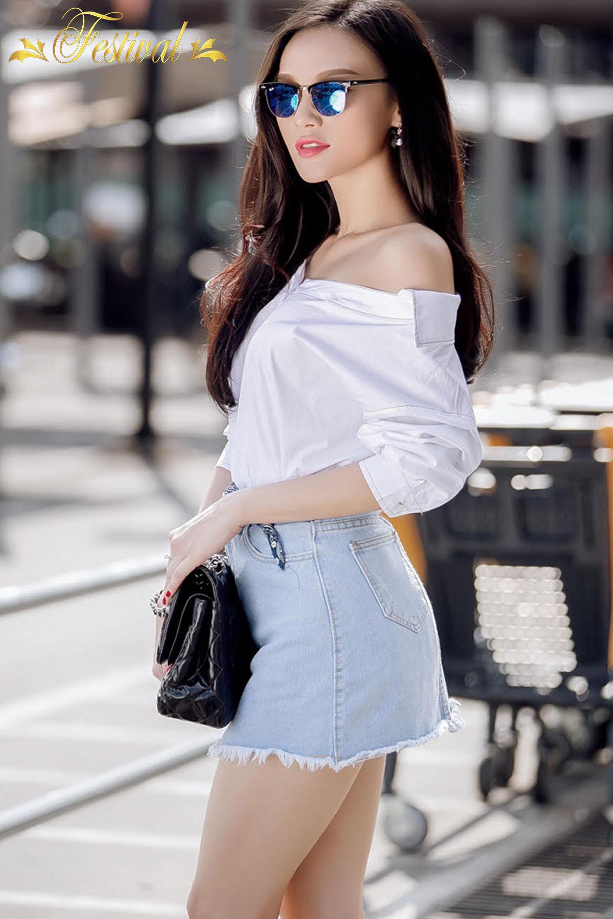 Mix áo trễ vai với chân váy jeans - Ảnh 1