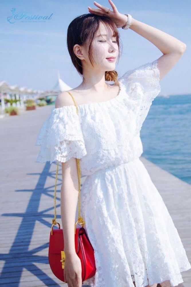Áo trễ vai với chân váy - Trang phục đi biển