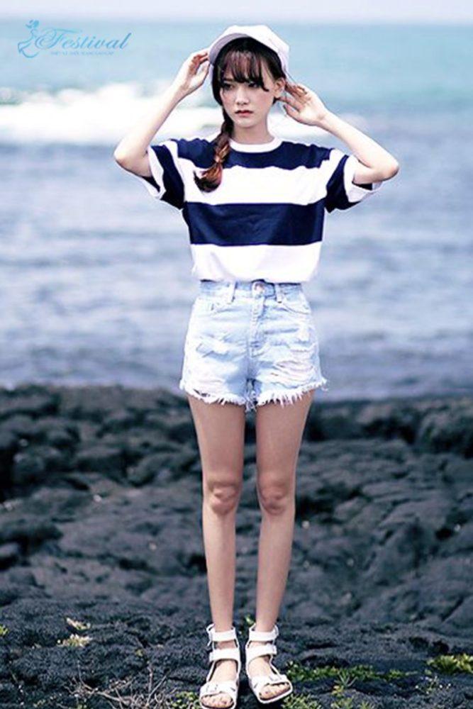 Kết hợp quần short và áo thun - Trang phục đi biển