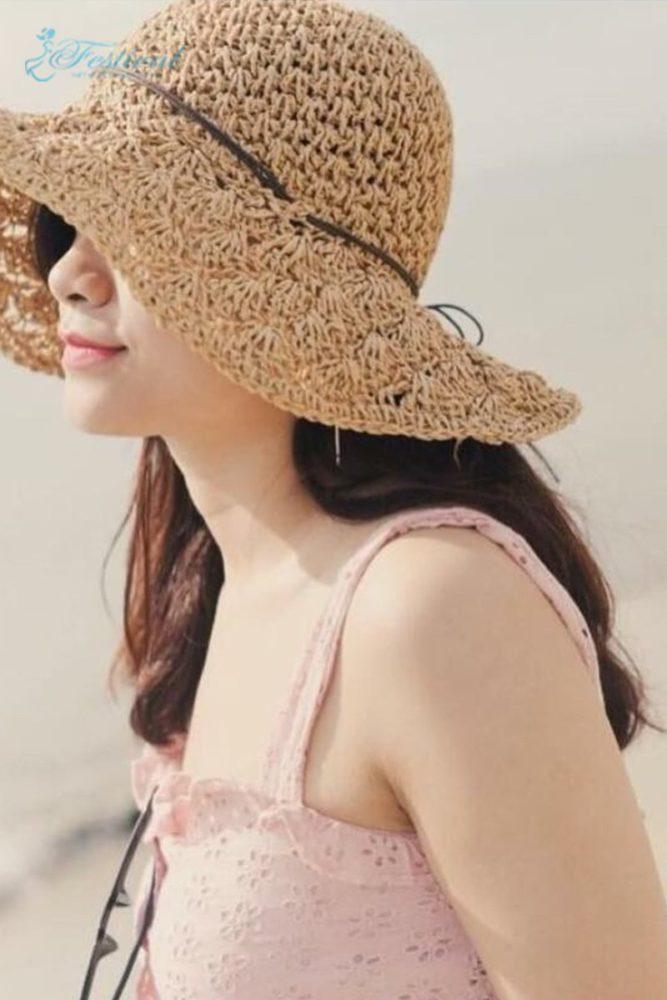 Thời trang monochrome và mũ rộng vành - Trang phục đi biển