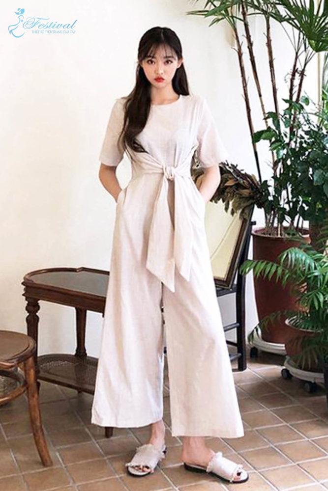 Chi tiết đai lưng vải, thắt eo được áp dụng cho nhiều kiểu dáng trang phục để chị em thỏa sức mặc đẹp cùng xu hướng hot.