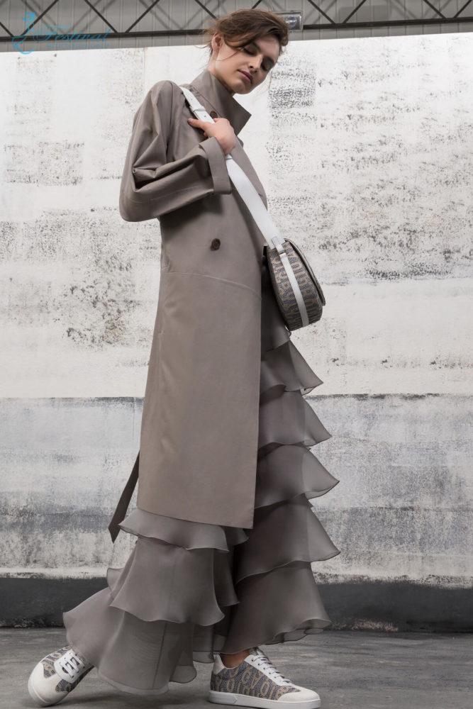 Áo khoác dài - Ảnh 1 - Xu hướng họa tiết thời trang 2019