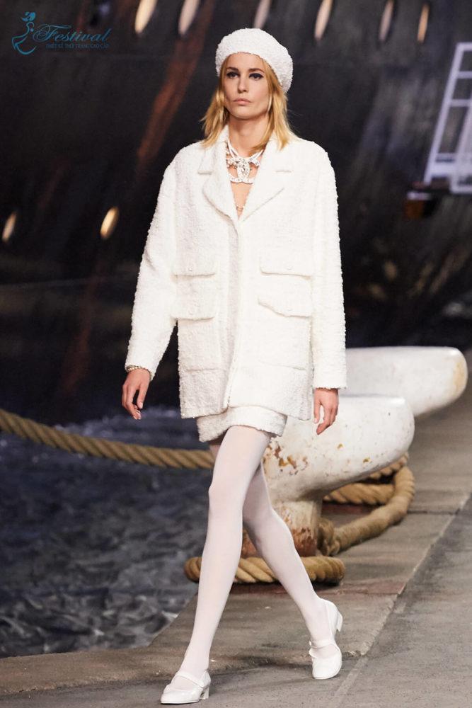 Ấm áp cùng với áo lông cừu - Ảnh 2 - Xu hướng họa tiết thời trang 2019