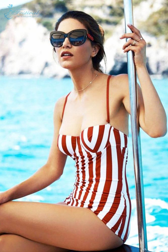 Đồ bơi họa tiết kẻ cho kỳ nghỉ ở biển - Ảnh 1
