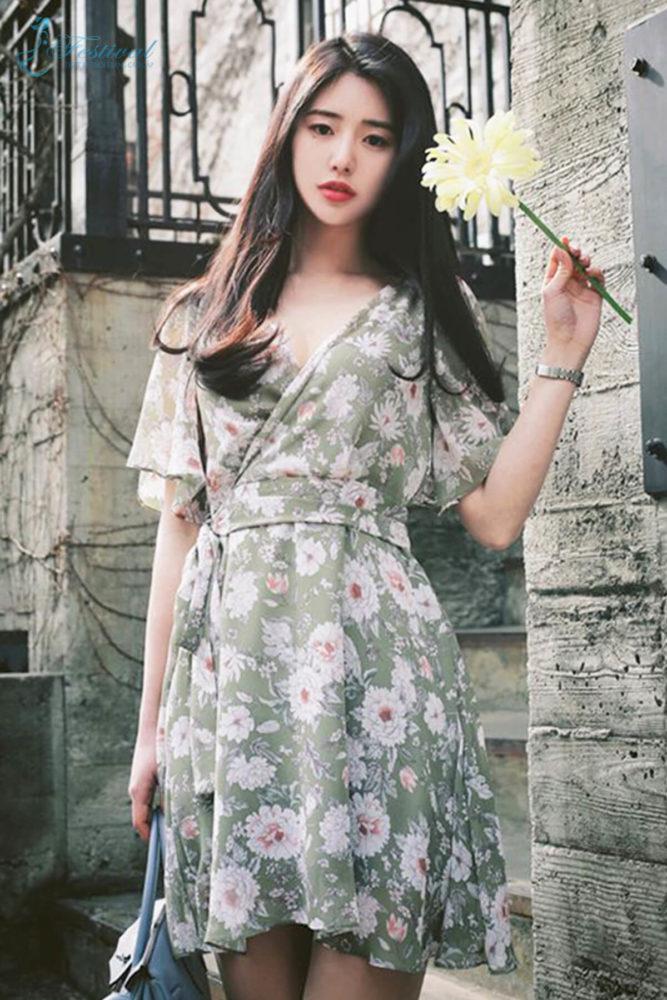 Những kiểu váy hoa khiến nàng công sở lãng mạn trong mùa thu - Ảnh 1