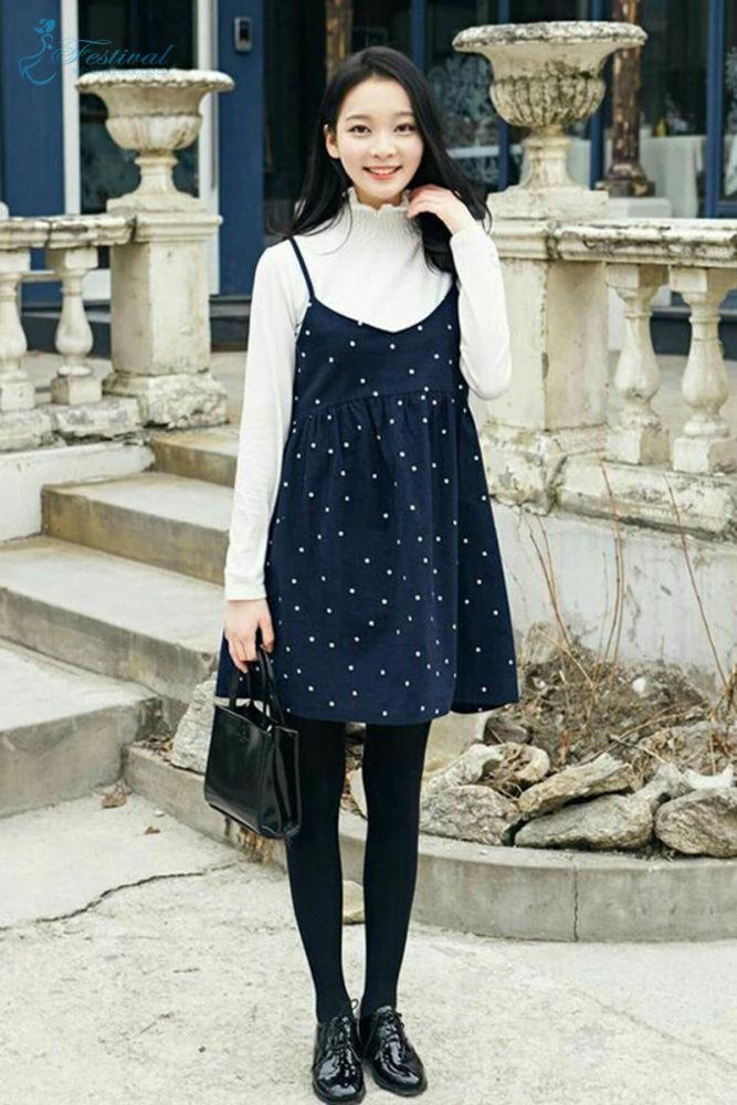 Phối đồ với váy hai dây phù hợp với mùa thu - Ảnh 2
