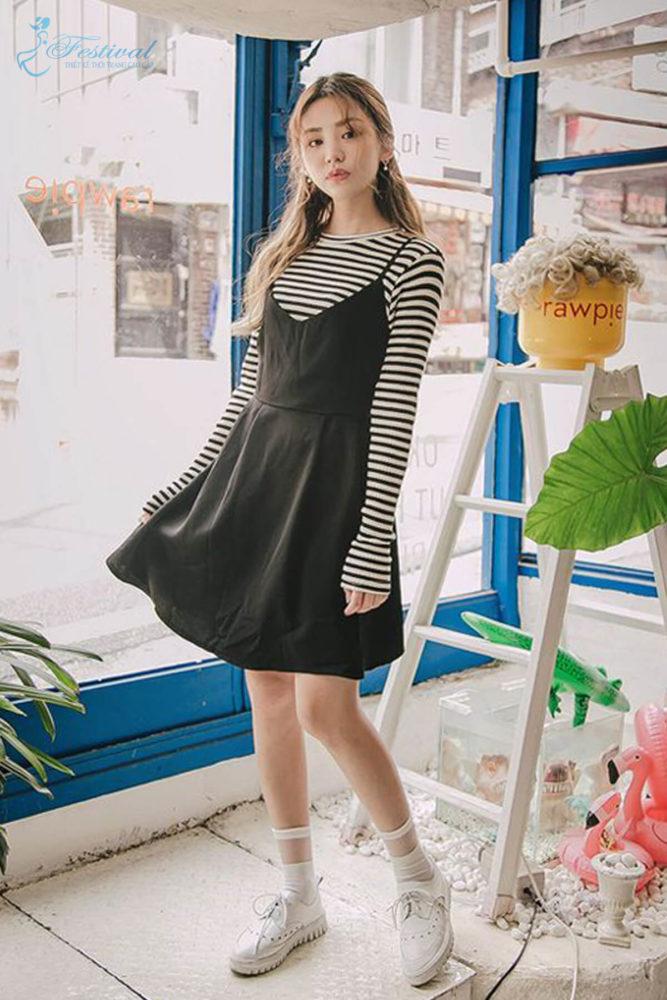 Phối đồ với váy hai dây phù hợp với mùa thu - Ảnh 3