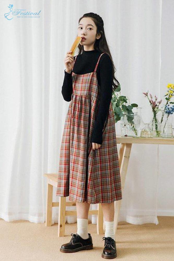 Phối đồ với váy hai dây phù hợp với mùa thu - Ảnh 8