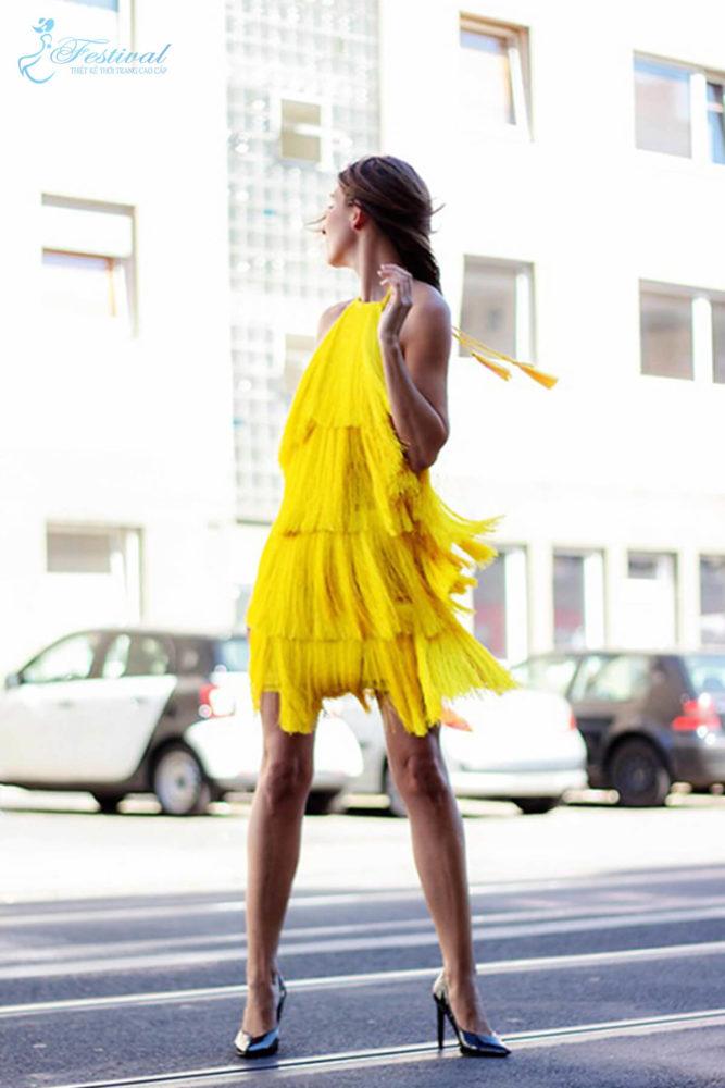 Trang phục mùa thu: Sắc vàng được phái nữ yêu chuộng - Ảnh 11