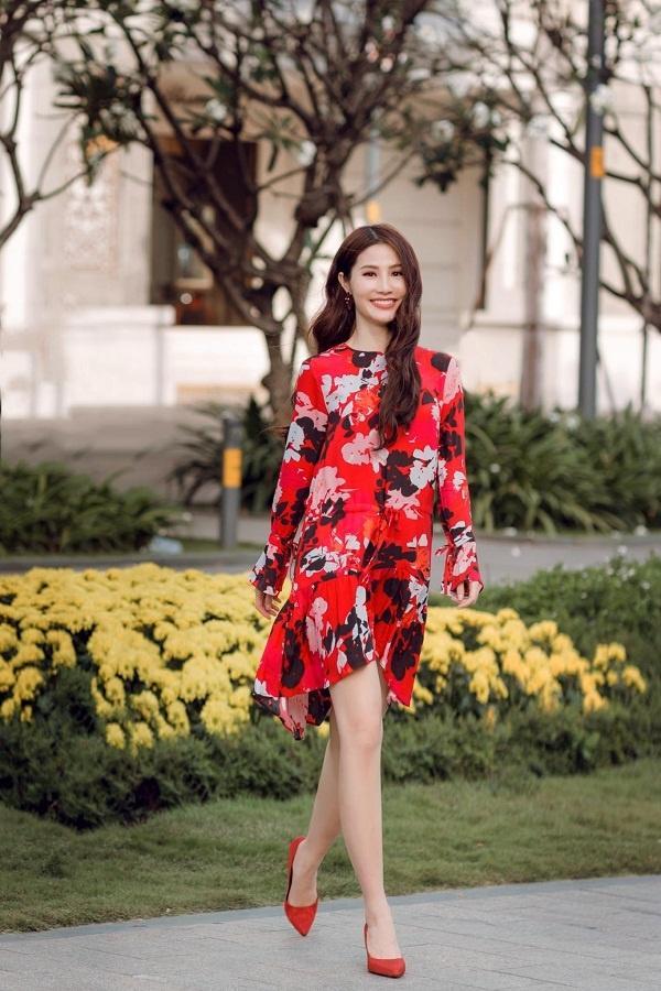 Váy hoa - Ảnh 1 - 5 Kiểu váy đầm cứ tết lại cháy hàng, nàng nào cũng nên thủ sẵn vài cái