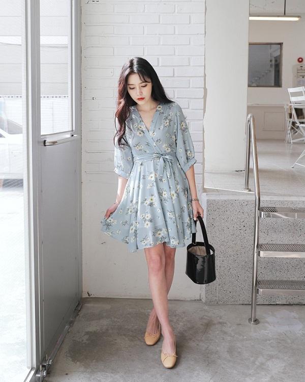 Váy hoa - Ảnh 2 - 5 Kiểu váy đầm cứ tết lại cháy hàng, nàng nào cũng nên thủ sẵn vài cái