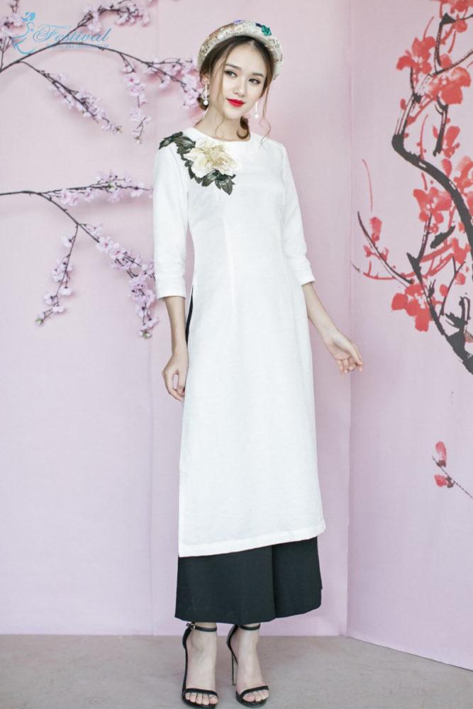 Áo dài thêu - Xu hướng thời trang Tết 2019 dành cho phái nữ