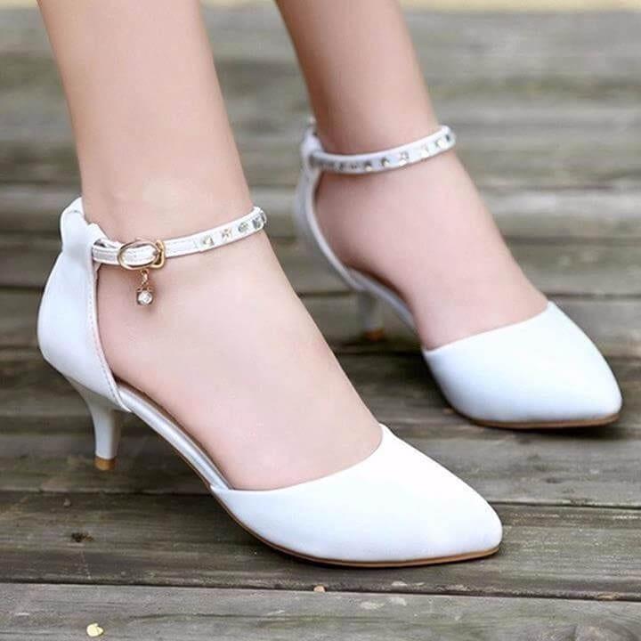 Giày cao gót thấp - Ảnh 2 - Xu hướng thời trang Tết 2019 dành cho phái nữ