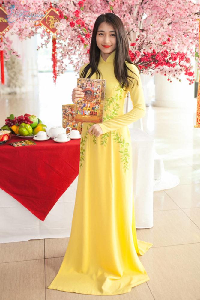 Màu sắc thời trang vàng - Ảnh 1 - Xu hướng thời trang Tết 2019 dành cho phái nữ