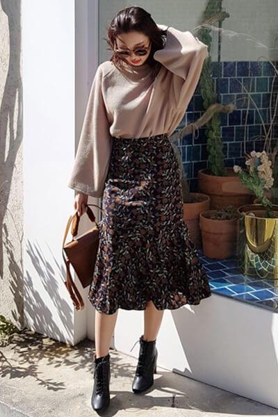 Áo tay loe + chân váy ôm - Ảnh 3 - 3 ngày Tết, các nàng cứ mặc 6 combo này là đảm bảo xinh lung linh