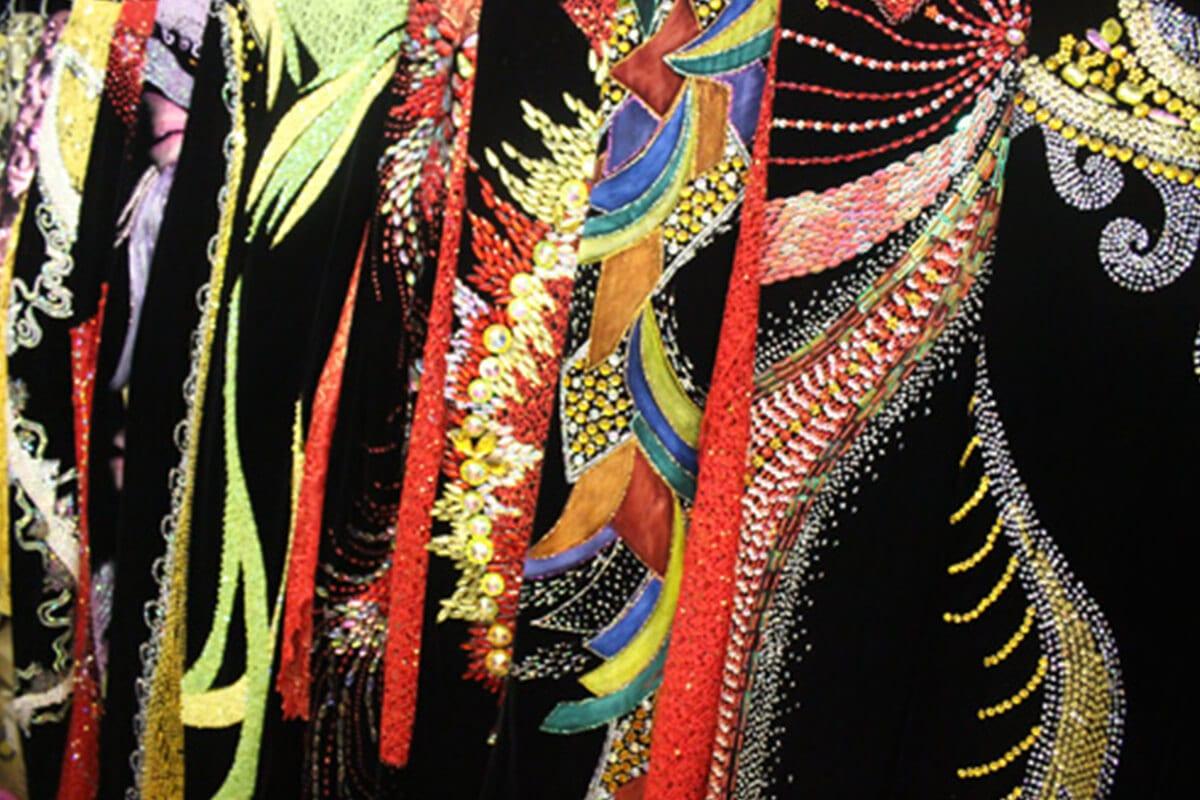 Vải đính đá - Khảo sát giá vải may áo dài ngày Tết Nguyên Đán