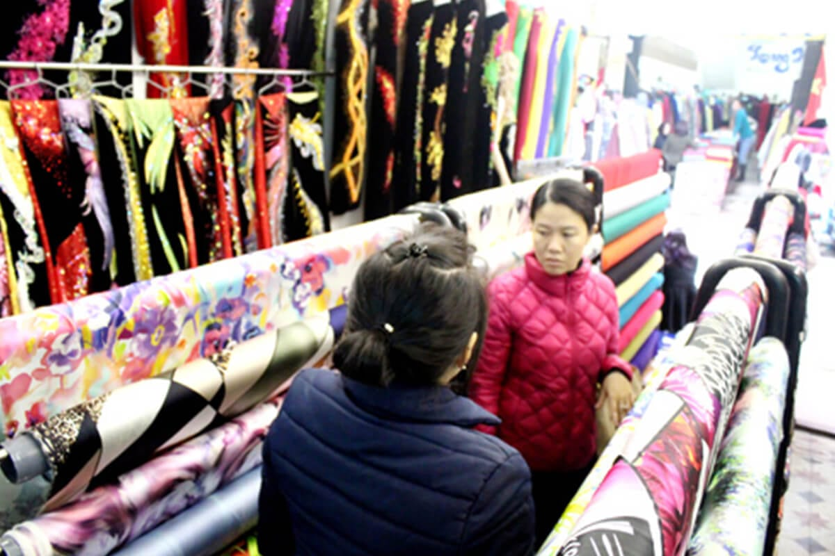 Khảo sát giá vải may áo dài ngày Tết Nguyên Đán - Ảnh 3