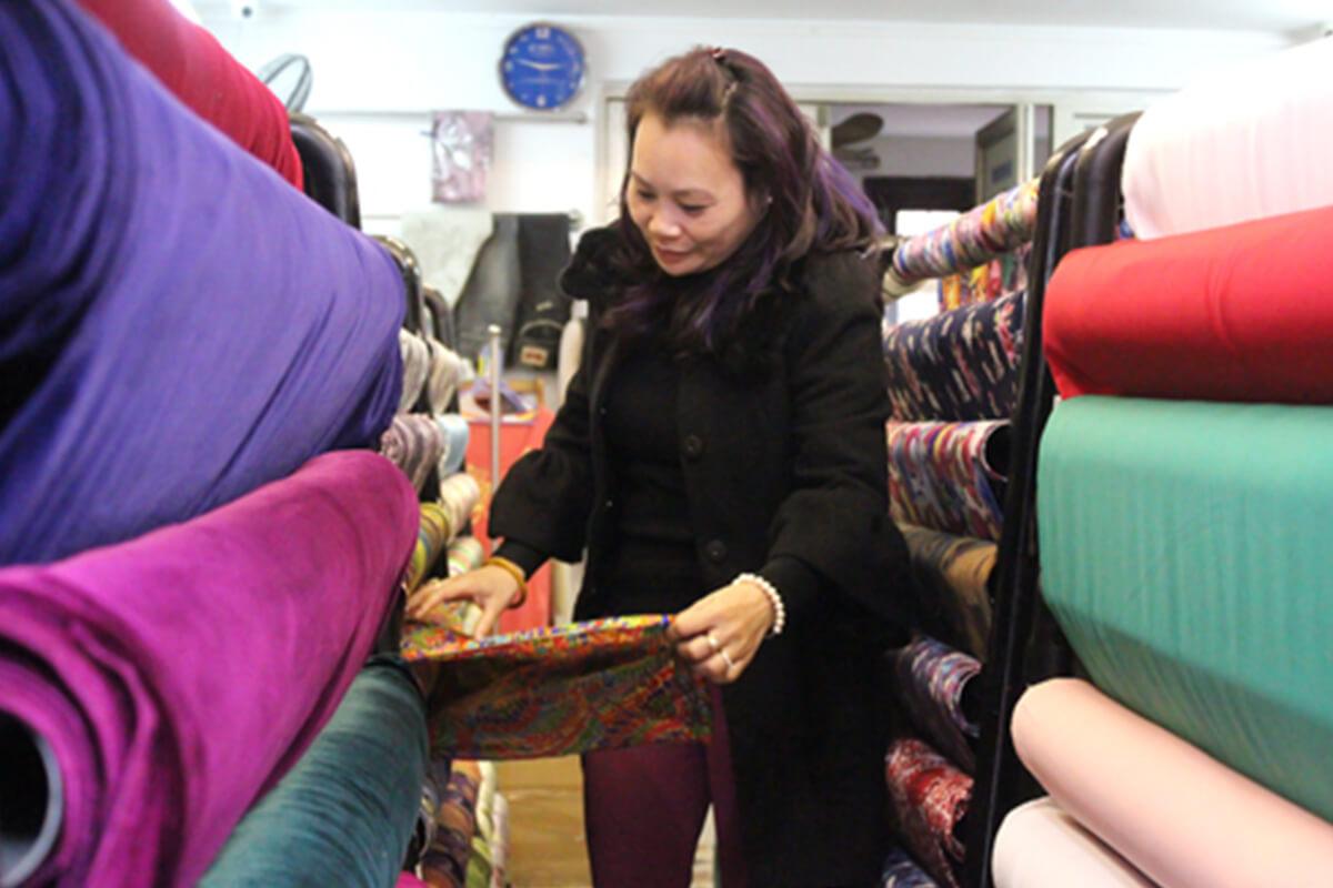 Khảo sát giá vải may áo dài ngày Tết Nguyên Đán - Ảnh 2