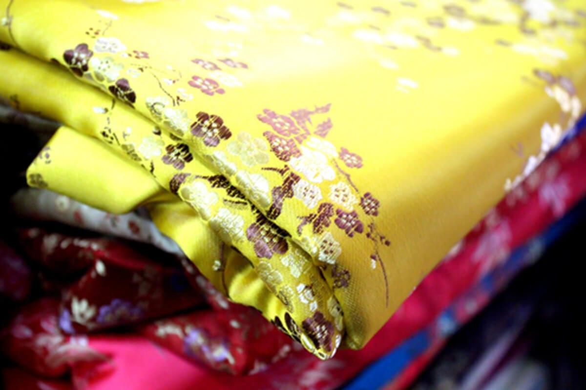 Vải gấm - Khảo sát giá vải may áo dài ngày Tết Nguyên Đán