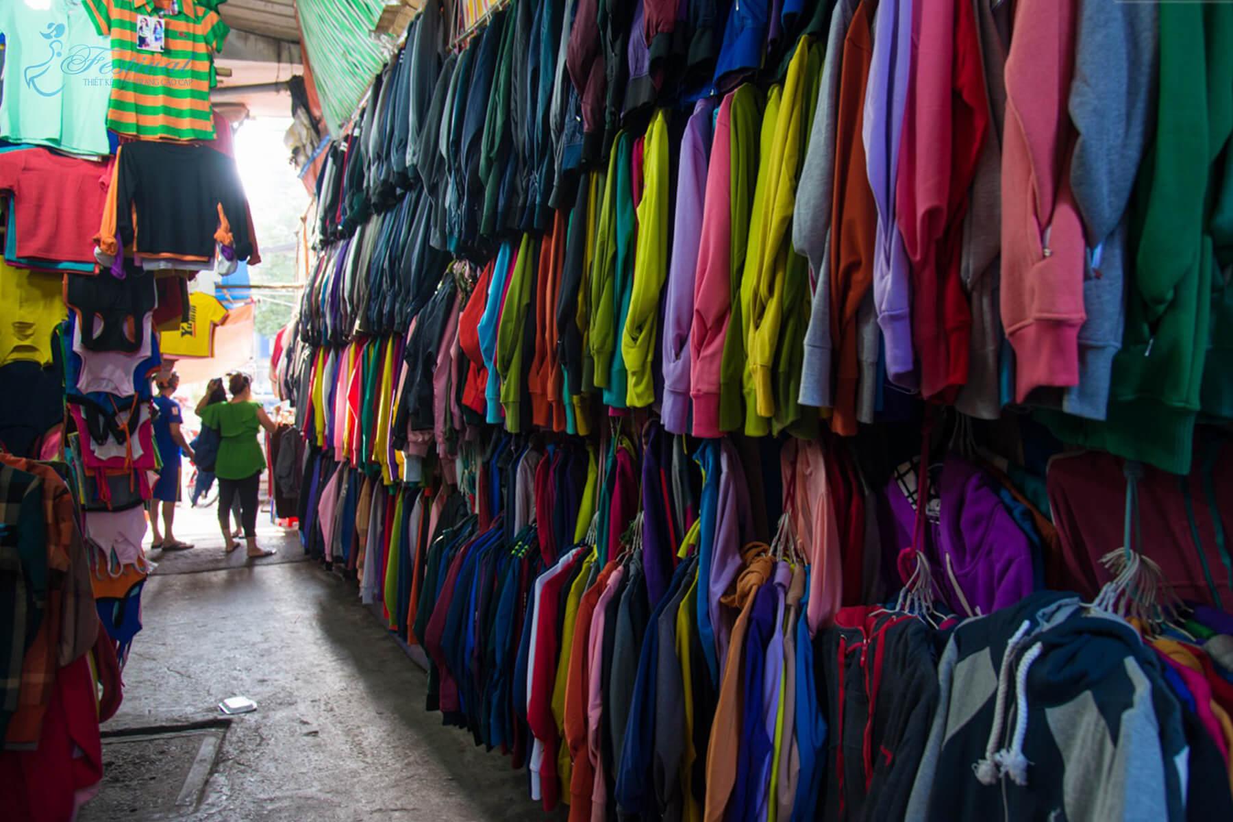 Chợ Cây Gõ hay Minh Phụng - Những địa điểm sắm đồ Tết lý tưởng ở Sài Gòn