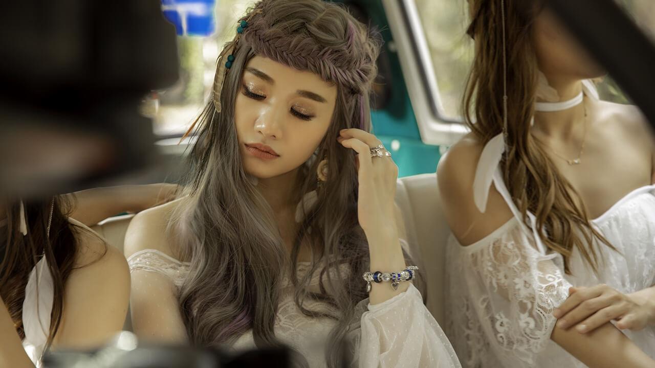 """Những kiểu thời trang ấn tượng trong MV """"Vì em vẫn"""" của Hari Won - Ảnh 3"""