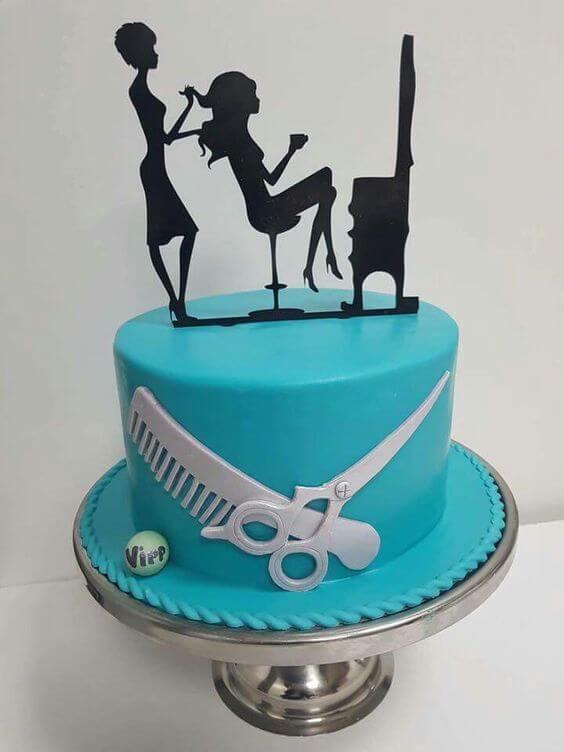 Bánh sinh nhật hình cô gái làm đẹp tại salon - Thích thú với những mẫu bánh sinh nhật của tín đồ thời trang