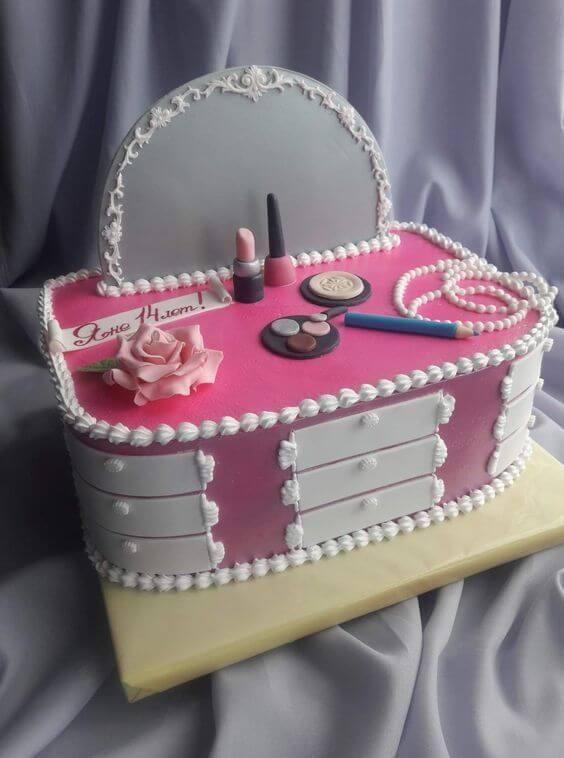 Bánh sinh nhật hình dụng cụ làm đẹp của chị em phụ nữ - Ảnh 2 - Thích thú với những mẫu bánh sinh nhật của tín đồ thời trang