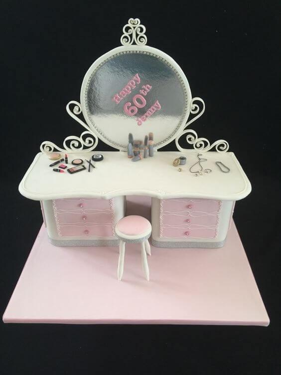 Bánh sinh nhật hình dụng cụ làm đẹp của chị em phụ nữ - Ảnh 3 - Thích thú với những mẫu bánh sinh nhật của tín đồ thời trang