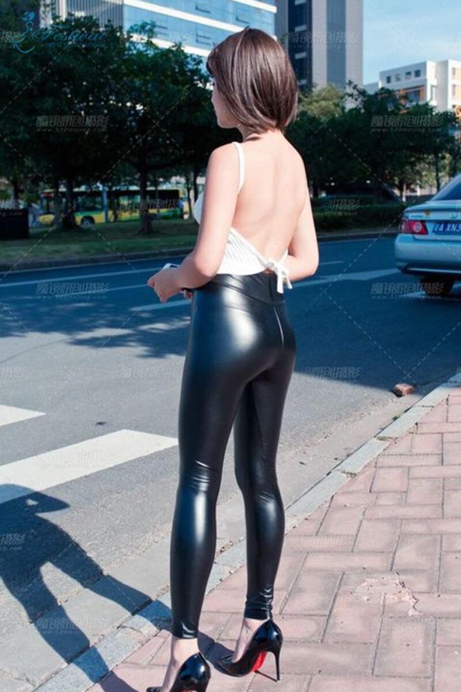 Quần dài nữ da bóng - Bí quyết mặc đồ da bóng cho cô nàng lịch thiệp