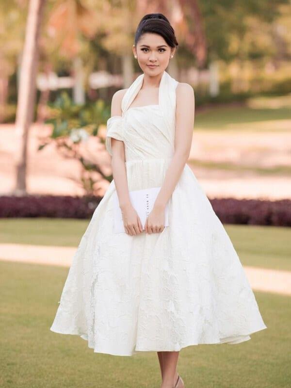 Váy tùng bồng xòe công chúa - Ảnh 2 - Đầm tua rua, váy công chúa - Hai 'vũ khí' lợi hại của sao Việt