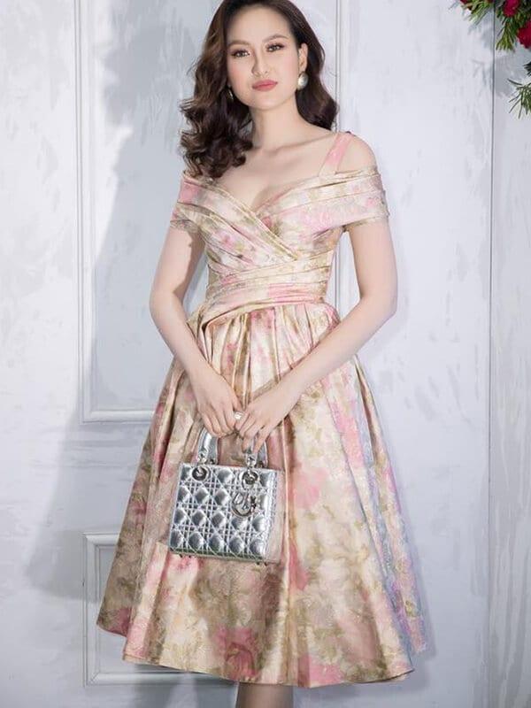 Váy tùng bồng xòe công chúa - Ảnh 3 - Đầm tua rua, váy công chúa - Hai 'vũ khí' lợi hại của sao Việt