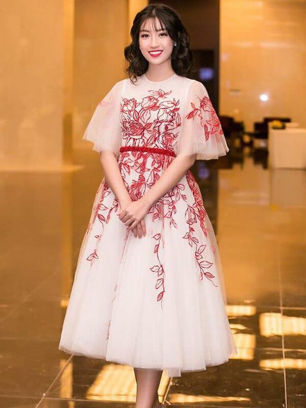Váy tùng bồng xòe công chúa - Ảnh 5 - Đầm tua rua, váy công chúa - Hai 'vũ khí' lợi hại của sao Việt
