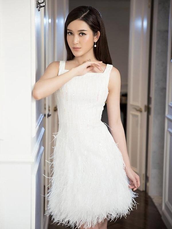 Đầm sợi tua rua - Ảnh 3 - Đầm tua rua, váy công chúa - Hai 'vũ khí' lợi hại của sao Việt