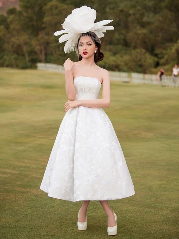 Váy tùng bồng xòe công chúa - Ảnh 1 - Đầm tua rua, váy công chúa - Hai 'vũ khí' lợi hại của sao Việt