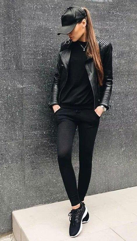 Phong cách thể thao - 5 Mẹo mặc trang phục màu đen cho nữ mà bạn nên biết