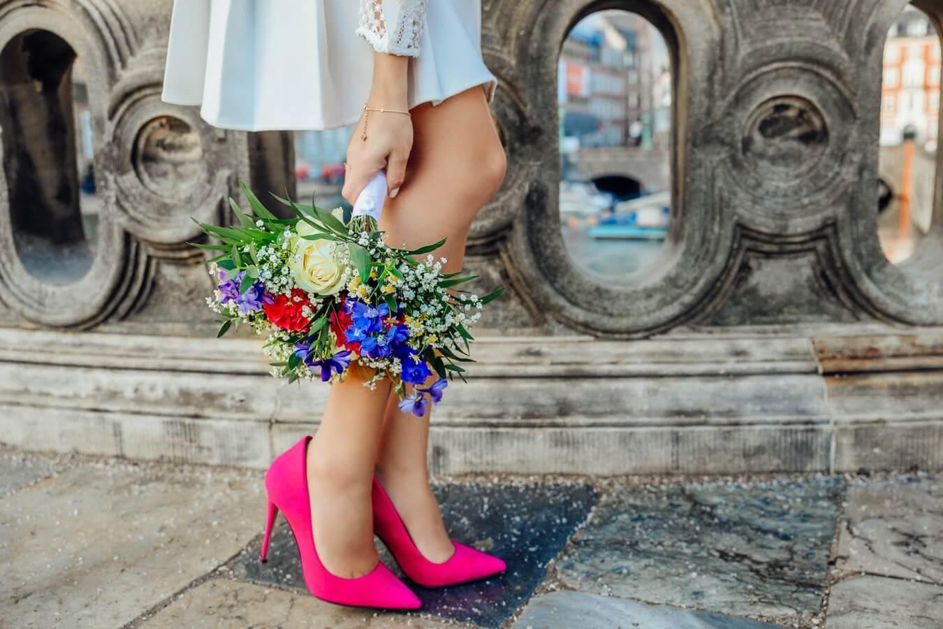 Giày dép - Phụ nữ đẹp biết làm đẹp, phụ nữ thông minh biết chăm sóc mắt tinh anh