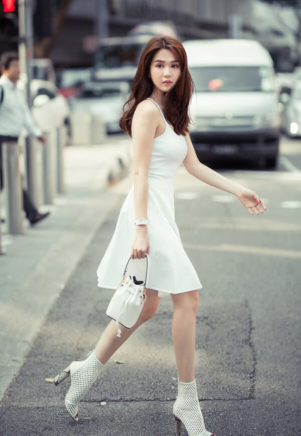 Style dạo phố mùa nắng của 'Sao Việt' - Ảnh 1