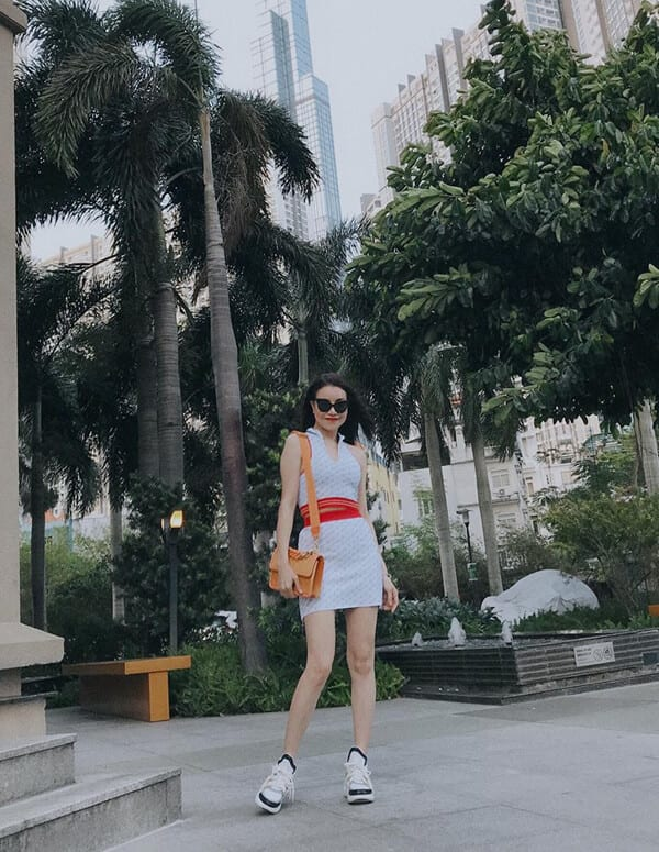 Style dạo phố mùa nắng của 'Sao Việt' - Ảnh 11
