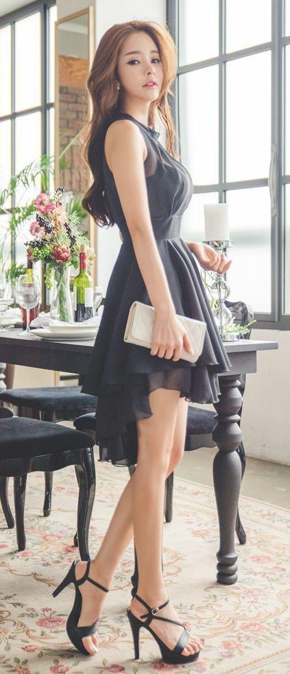 Đừng bỏ qua váy xòe sát nách + giày cao gót sành điệu