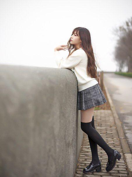 Chân váy xếp ly sọc caro luôn là sự lựa chọn hàng đầu