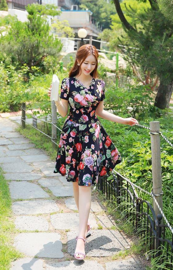 Đầm hoa xòe tay ngắn nhún eo cổ tim