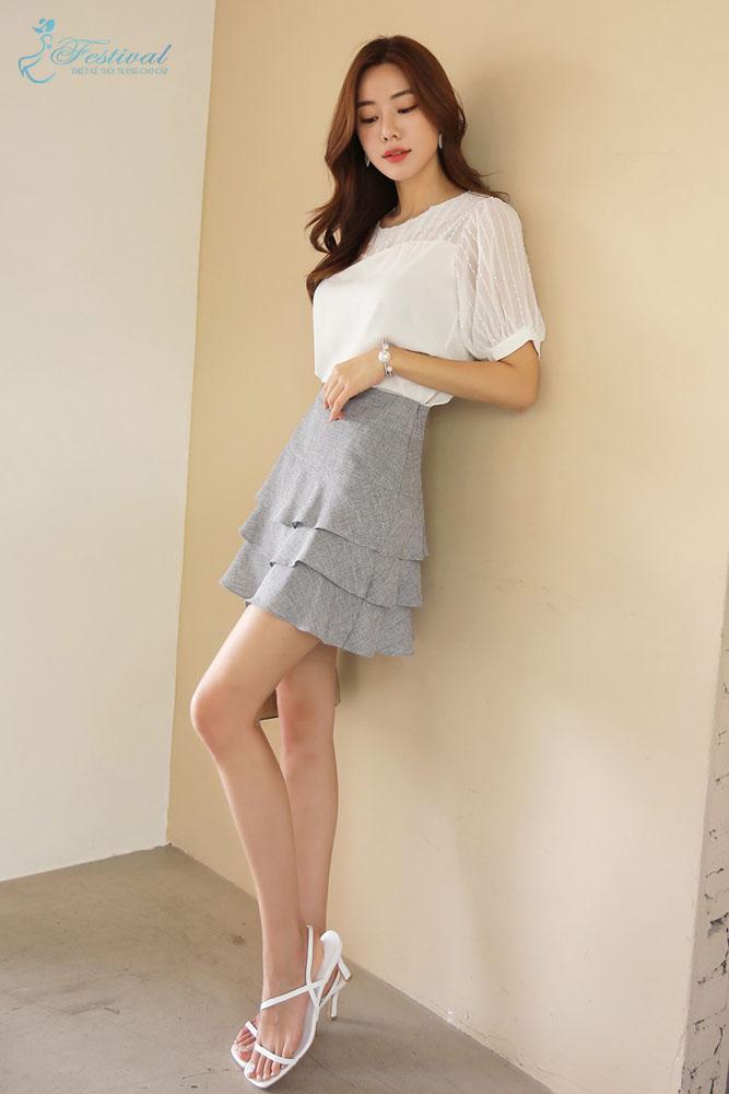 Mix áo tay phồng với chân váy xếp ly 3 tầng