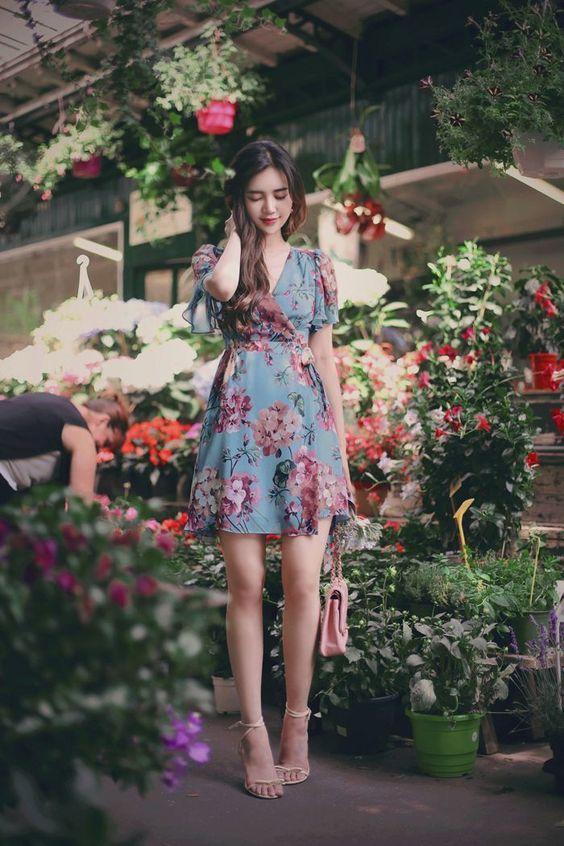 Đầm voan hoa đắp chéo tay bèo