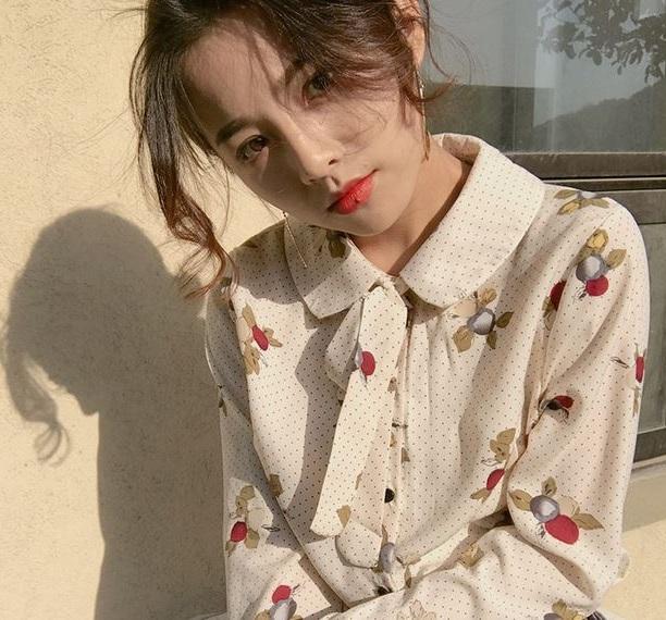Điệu đà với cổ peter pan - 36+ Kiểu áo sơ mi nữ dễ thương diện nơi công sở, đi học, đi làm...