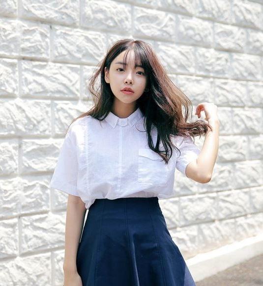 Phong cách casual chic - 36+ Kiểu áo sơ mi nữ dễ thương diện nơi công sở, đi học, đi làm...