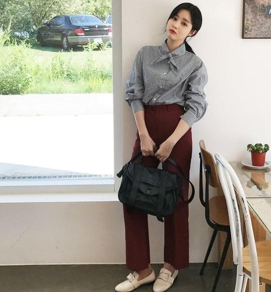 Sơ mi cổ thắt nơ - 36+ Kiểu áo sơ mi nữ dễ thương diện nơi công sở, đi học, đi làm...