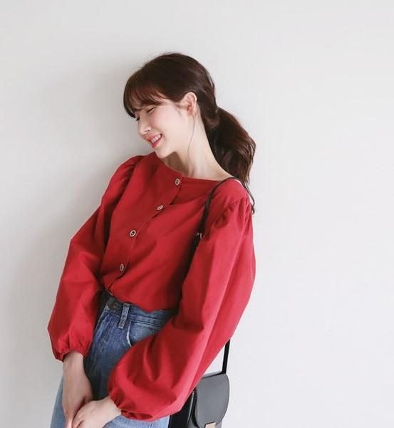 Sơ mi ngang vai - 36+ Kiểu áo sơ mi nữ dễ thương diện nơi công sở, đi học, đi làm...
